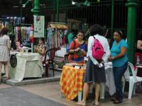 Público confere exposições no Mercado dos Pinhões.