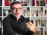 O jornalista fala sobre sua carreira e como se tornou biógrafo (Foto: Reprodução/YouTube)