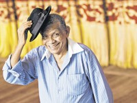 Antes do sucesso, o cantor e compositor cearense foi camelô (Foto: Reprodução)