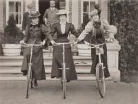As americanas e as francesas foram as pioneiras no uso da bicicleta no século XIX. (Foto: reprodução/internet)