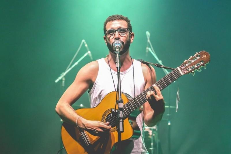 Apesar das raízes nordestinas, o músico também usa influências de outros estados em suas composições (Foto: Reprodução Facebook)