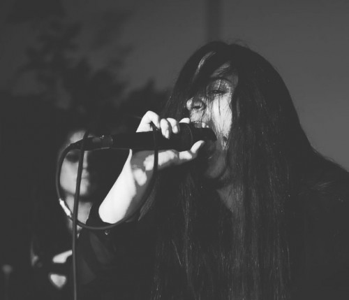 A artista Joice Lopes traz a preocupação com a representatividade feminina para o Metal cearense (Foto: Ghandi Guimarães)