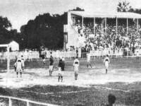 O Campo do Prado (Benfica) recebeu a primeira partida do Campeonato Cearense transmitida pela Ceará Rádio Clube (Foto: Arquivo Nirez)