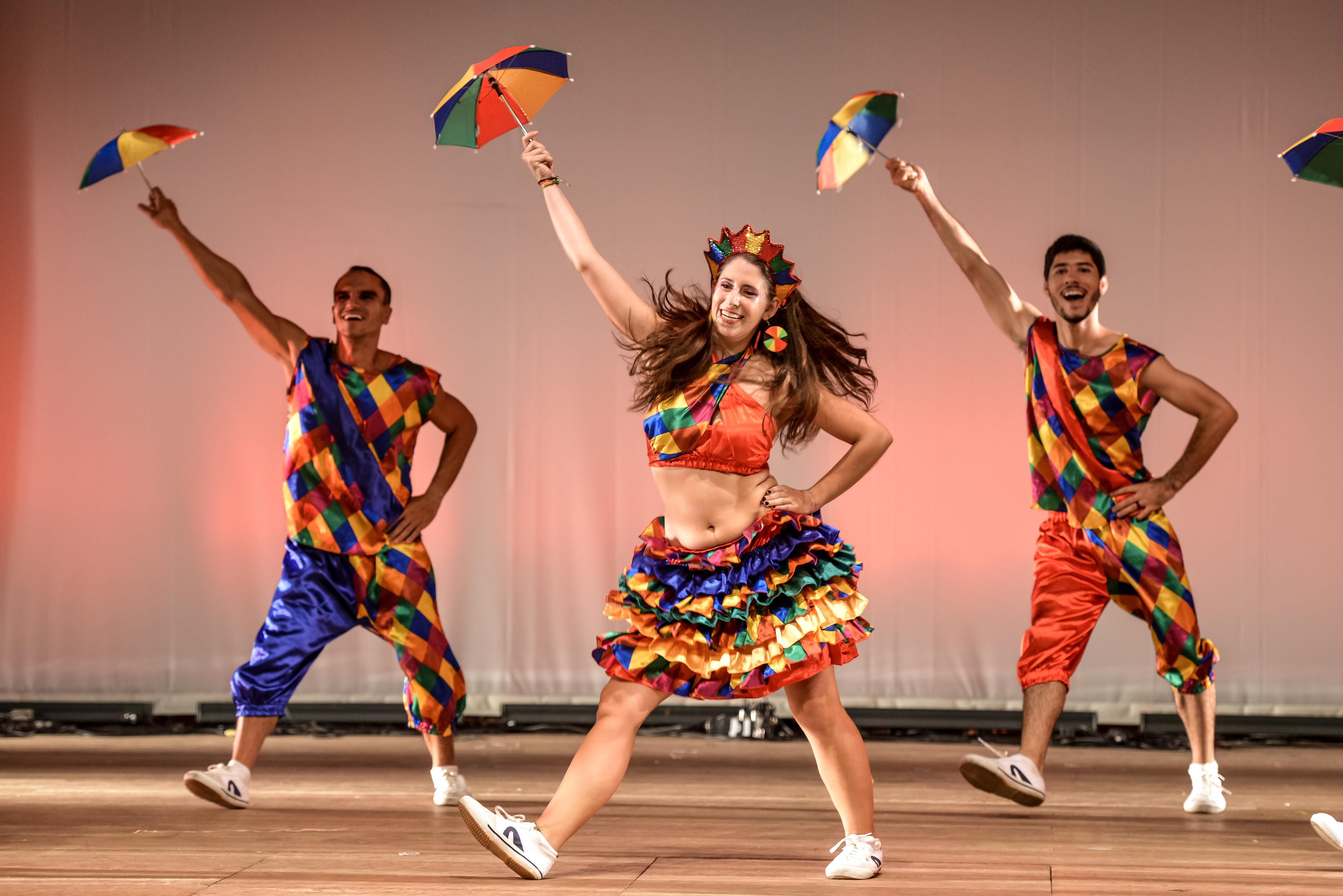 Às 10h de domingo o grupo de dança popular Oré Anacã se apresenta no palco principal do Corredor Cultural (Foto: Divulgação)