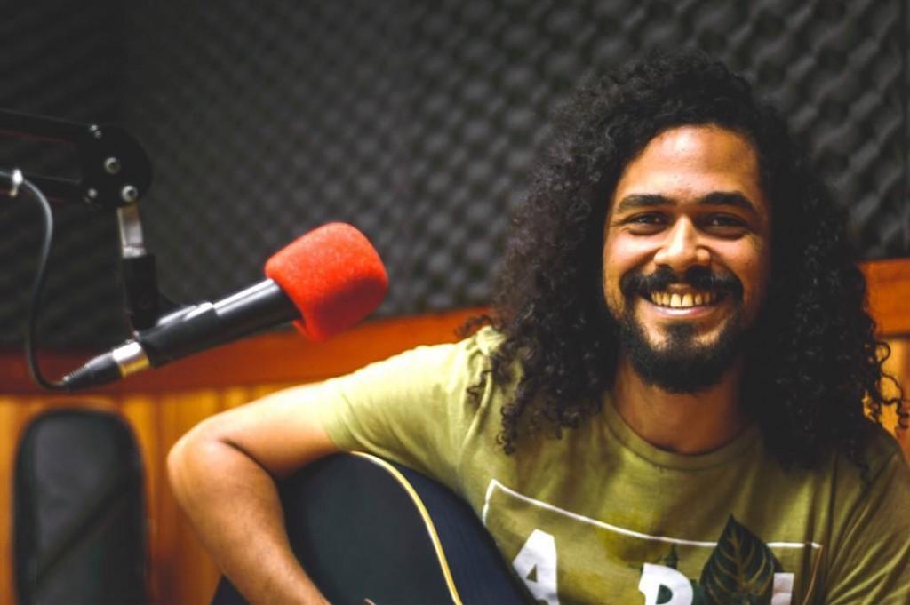 O músico Zéis, vocalista da banda Capotes Pretos na Terrrr Mafim, foi um dos participantes do Ceará Sonoro (Foto: Emanuel Silva)