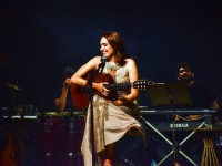 Rebeca Câmara no lançamento de seu álbum no Teatro Ceará Show (Foto: Luciana Portela)