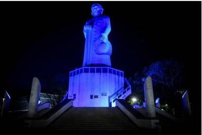 Prédios públicos são iluminados em azul para espalhar informação sobre a campanha (Foto: Divulgação/Prefeitura Municipal)