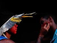 Talvane Tremembé pintando durante a XXII assembléia dos povos indígenas na aldeia lagoinhas dos potiguara, em Novo Oriente/CE, 2017 (Foto: Iago Barreto Soares)