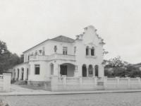 A Casa de Cultura Francesa foi fundada em 1968, mas iniciou suas atividades em março de 1969. Na imagem, uma foto antiga do prédio onde, até hoje, funciona a CCF (Foto: Reprodução/Internet)