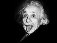Albert Einstein foi o criador da Teoria da Relatividade e ganhador do Prêmio Nobel de Física de 1921. A clássica foto de Einstein mostrando a língua foi tirada em 1951, no dia do aniversário de 72 anos do cientista. A foto foi registrada por um fotógrafo da agência de notícias United Press International (Foto: Reprodução/Internet)