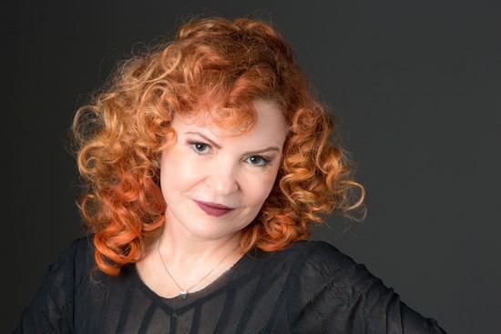 O suingado vocal de Lucinha Menezes conta com parcerias de grandes artistas da música popular brasileira (Foto: Reprodução/Internet)