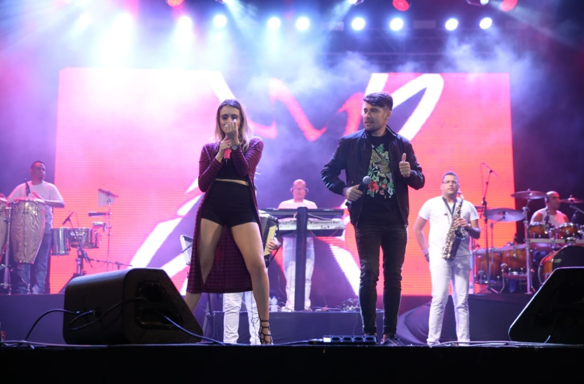 A banda Noda de Caju foi uma das atrações do São João de Fortaleza 2018. O evento também contou com a participação de Wesley Safadão e Zezé di Camargo e Luciano (Foto: Thiago Gadelha/DN)