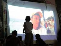 O Cine Ser Ver Luz já realizou mais de 20 sessões em ruas e praças do bairro Serviluz (Foto: Alana Oliveira e Sabrina Araújo)