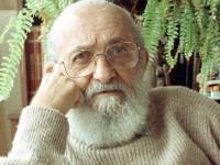 Paulo Freire é o brasileiro mais homenageado da história. Ele ganhou 29 títulos de Doutor Honoris Causa de universidades da Europa e América, além de ter recebido diversas honrarias  como o prêmio da UNESCO de Educação para a Paz em 1986 (Foto: Paulo Granchi Sobrinho/Estadão)