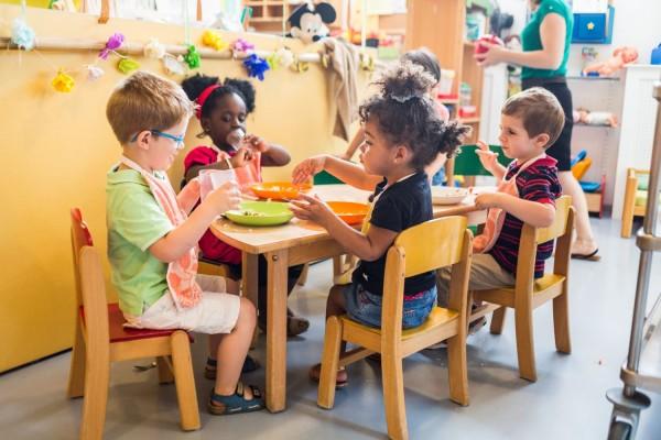 """A Lei de Diretrizes e Bases (LDB) grafa no parágrafo 4º do artigo 32, que """"o Ensino Fundamental será presencial, sendo o ensino a distância utilizado como complementação da aprendizagem ou em situações emergenciais"""". Isso reforça a importância da convivência no processo de formação de crianças e adolescentes (Foto: Burger/Phane)"""