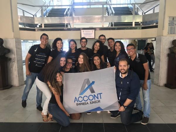 A Account é uma das 25 empresas juniores que existem dentro da UFC. O projeto, do curso de Ciências Contábeis, desenvolve projetos específicos para a área (Foto: Clara Laurindo/Account)