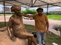 Criada pelo artista Murilo Sá Toledo, a escultura em bronze do cientista Albert Einstein já está em Sobral para o Centenário do Eclipse (Foto: Reprodução/Internet)