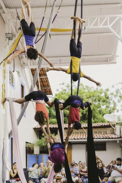 A artista e professora Gabriela Jardim é gestora da Escola Quintal Aéreo, uma das iniciativas que contribui para a disseminação da arte circense em Fortaleza (Foto: Marieta Rios)