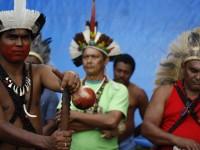 Weibe Tapeba (à esq.) é representante dos Povos Indígenas do Nordeste, Minas Gerais e Espírito Santo (Foto: Renato Santana/Cimi)