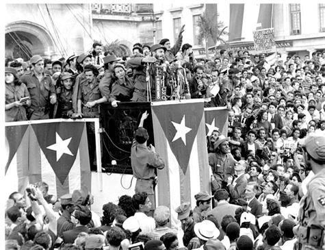 O apoio e a participação popular tornaram-se fundamentais para o processo vivido por Cuba. (Foto: Harold Valentine/The Associated Press)