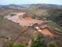 O PL 2787/2019 tipifica o crime de ecocídio, especialmente um tipo penal para aquele que cause rompimento de barragem. Na foto, a barragem de Mariana em Minas Gerais (Foto: Reprodução/Internet)