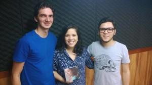 Lídia Maria nos estúdios da Rádio Universitária FM