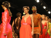 Desfile da marca Ser Expedita no Dragão Fashion Brasil 2017 (Foto: Reprodução/Tumblr)
