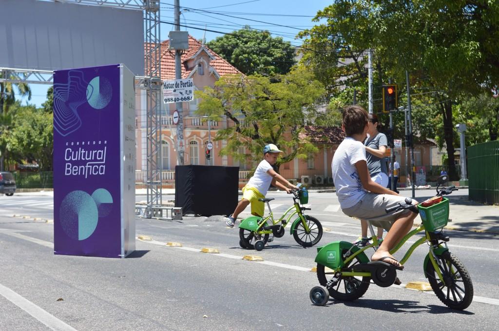 A Ciclofaixa de Lazer faz parada no Corredor Cultural do Benfica (Foto: Rômulo Santos)