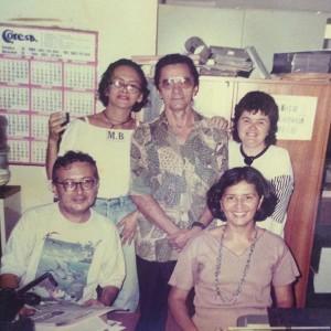 Abaixo, Artur Guedes, antigo produtor do Música Erudita e, ao seu lado, Leovigilda Bezerra, atual produtora e apresentadora. Acima, Eleuda Carvalho, Nirez e Liana Maciel. Equipe da Universitária FM nos anos 1990.