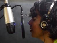 Há três anos, Sara Lizz resolveu deixar o cover de lado e focar na música autoral (Foto: Reprodução/Youtube)