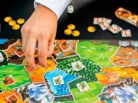 Jogos didáticos são normalmente associados com crianças, mas também podem ser usados para o ensino de adolescentes (Foto: Reprodução/Internet)