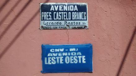 O Coletivo Aparecidos Políticos realizou, em 2015, um mapeamento dos logradouros fortalezenses com nomes ligados à Ditadura Militar, e realizou intervenções artísticas nesses locais (Foto: Divulgação)