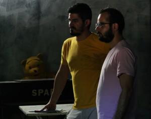 Os primos Guto Parente e Pedro Diógenes no set do filme Inferninho (Foto:Divulgação)