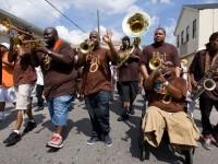 A Hot 8 Brass Band é uma banda especializada em instrumentos de sopro (Foto: Divulgação/Internet)