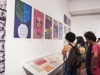 A exposição Design por Mulheres reúne obras das designers Bea Feitler, Emilie Chamie, Lina Bo Bardi, Lygia Pape, Bebel Abreu, Cyla Costa, Fátima Finizola, Joana Lira e Paula Dib (Foto: Viktor Braga/UFC)
