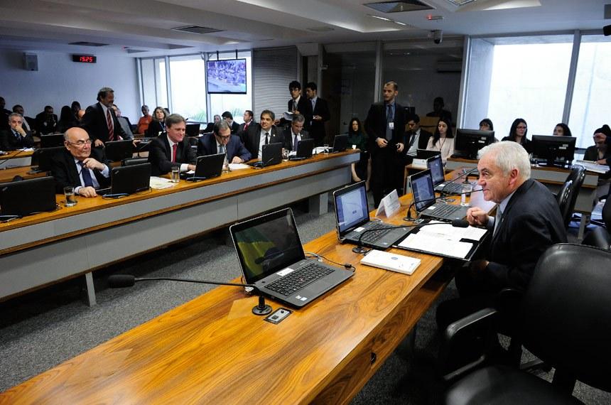 A Comissão de Ciência e Tecnologia, Comunicação e Informática aprovou o projeto de lei de autoria do senador José Hélio (Prós-DF) (Foto: Pedro França/Agência Senado)
