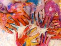 O ensino de arte propicia aos alunos o desenvolvimento de uma percepção crítica e estimula a criatividade e o trabalho em grupo (Foto: Reprodução/internet)