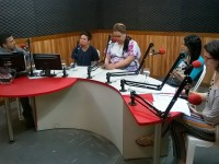 Da esquerda para a direita: apresentador Marcos Robério, Kaio Lemos, Helena Vieira, Lú Sousa e a jornalista Raquel Chaves (Foto: Breno Reis/RUFM)