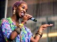 A cantora Karol Conka é conhecida por suas músicas que exaltam a força da mulher na sociedade (Foto: Reprodução/Internet)