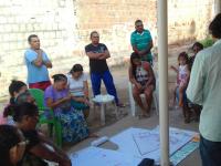 Alunos e professores do ArqPET, da Arquitetura e Urbanismo da UFC, colaboram com o planejamento urbano de comunidades do Bom Jardim (Foto: Divulgação)