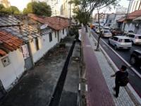 Movimentos sociais reivindicam a regulamentação da Vila Vicentina, localizada no bairro Dionísio Torres, como Zona Especial de Interesse Social (Foto: Camila de Almeida/O Povo)