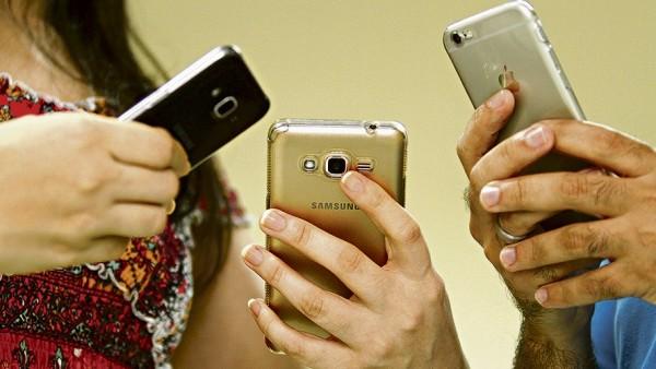 O acesso a internet no Brasil é feito, prioritariamente, através de smartphones. De acordo com uma pesquisa realizada pela FGV-SP, no Brasil existem 220 milhões de smartphones ativos. O número é maior que quantidade de habitantes (Foto: Foto: Rogério Uchoa/Diário do Pará)