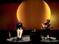 O álbum Multishow Ao Vivo Caetano e Maria Gadú foi indicado ao Grammy Latino em 2011 e vendeu mais de 250 mil cópias (Foto: Reprodução/Internet)