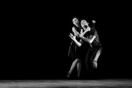 Clarissa Costa atua com o bailarino Jhon Morais e eles oferecem oficinas de libras e dança no projeto Verdeouvir (Foto: Luiz Alves)