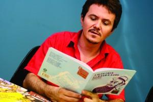 Klevisson Viana afirma, também, que o mercado da literatura de cordel tem crescido bastante, com o aumento da participação de cordelistas em eventos culturais e eventos voltados apenas para o cordel, como a Feira do Cordel Brasileiro (Foto: Acervo Pessoal)