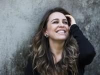 Roberta Sá é uma cantora brasileira de MPB, samba e bossa nova. Sua discografia conta com cinco álbuns (Foto: Divulgação)
