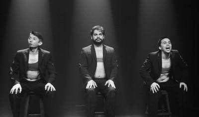 Da esq. para a dir.: Yuri Yamamoto, Rogério Mesquita e Rafael Martins, do Grupo Bagaceira de Teatro, em cena do espetáculo Meire Love (Foto: Renato Souza)