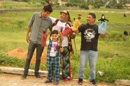 Jadiel Lima (à esquerda) conheceu o Mestre da Cultura Gilberto Calungueiro ainda na infância, em sua cidade natal, Icapuí (Foto: Bruno Elvis/Divulgação)