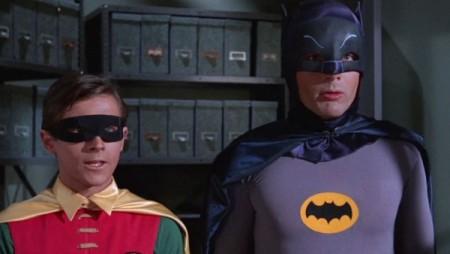 Apesar das críticas, a série cômica do Batman foi um sucesso. Em sua estreia, foi vista por 49,5% dos americanos, de acordo com a emissora americana ABC (Foto: Reprodução/YouTube)