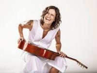 A cantora Zélia Duncan é o destaque da primeira edição do programa Vozes e Versos (Foto: Reprodução/Internet)